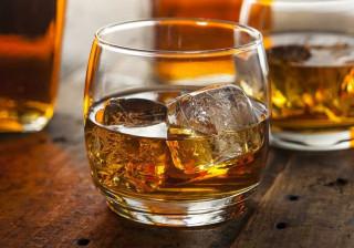 É uma garrafa de rum, tem ouro e diamantes. Sabe por quanto foi vendida?