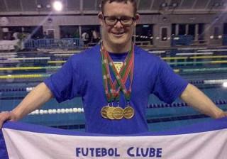 Filipe Santos estabelece novo recorde do mundo em natação adaptada
