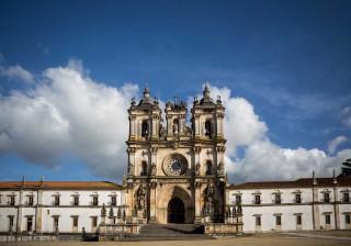 Porta de vidro no Mosteiro de Alcobaça gera discórdia