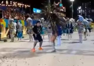 Maradona esteve no Carnaval do Rio a mostrar os seus dotes... de Samba