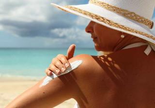 Usar protetor solar nem sempre previne o escaldão. Saiba porquê