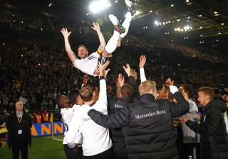 As imagens que provam que a despedida de Poldi foi mesmo