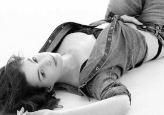 Um ano depois de ser mãe, Anne Hathaway arrasa em sessão fotográfica