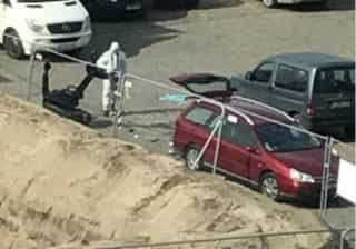 Homem detido por entrar com carro a alta velocidade em rua comercial