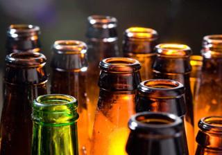 Porque é que as garrafas de cerveja são castanhas ou verdes?