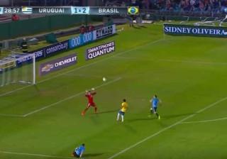 O espetacular golo de Neymar que Coates não teve pernas para evitar