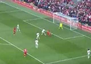 Quem sabe não esquece: Gerrard regressou a Anfield e fez isto