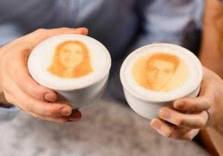 E se pudesse ver-se na espuma da sua bebida de cafetaria?