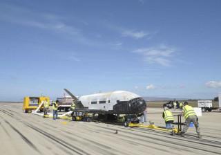 'Avião espacial' está em órbita há quase dois anos. E ninguém sabe porquê