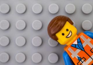 Tem muitas peças Lego em casa e não sabe o que lhes fazer? Inspire-se