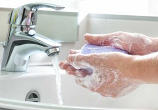Por que não é boa ideia usar sabonete em barra na higiene