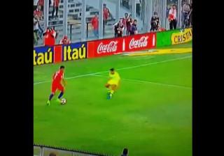 Alexis Sanchez inspira-se e 'reencarna' Zidane durante o jogo