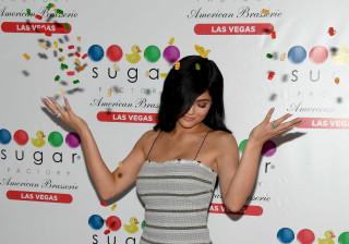 Cintura fina de Kylie Jenner dá que falar