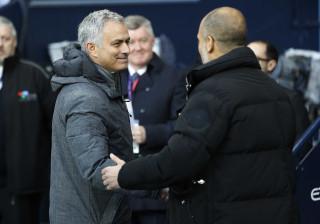 E assim foi o cumprimento entre Mourinho e Guardiola