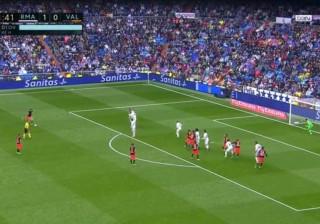 Valencia assusta Real Madrid com livre de outro mundo
