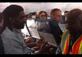 Ida à casa de banho valeu a passageiro expulsão de avião