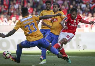 [2-1] Estoril ameaçou mas Benfica vence e segue na liderança isolada