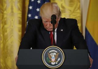 """Trump disse aos russos que despedir """"maluco"""" do Comey aliviou """"pressão"""""""