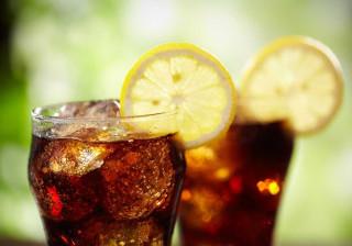 Por que deve pensar duas vezes antes de pedir limão na sua bebida