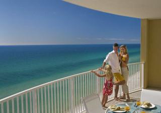Hotel 'coladinho' à praia? Estes são os melhores em Portugal