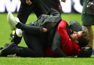 Filho de Mourinho 'abalroou-o' após a conquista da Liga Europa