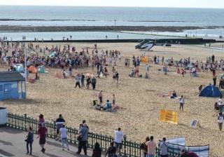 Cerca de 50 jovens envolvem-se em rixa na praia e lançam o pânico