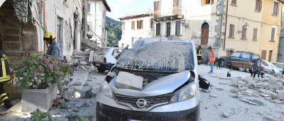 O rasto de destruição deixado pelo sismo em Itália