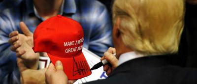 Eis por que o boné de Trump é uma estrela (quase tanto como o cabelo)
