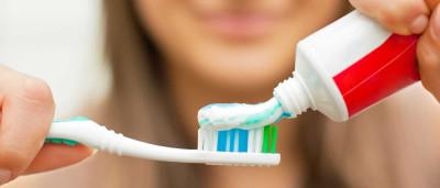 Porque é que pasta dos dentes faz com que a fruta saiba tão mal?