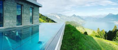A piscina com melhor vista está na Suíça