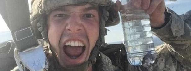 No último dia como soldado quis fazer voo épico. Acabou castigado