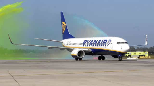 Ryanair avisa que greve dos tripulantes pode reduzir aviões instalados cá