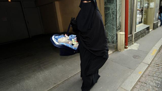 ONU condena França por ter sentenciado mulheres que usavam véu integral