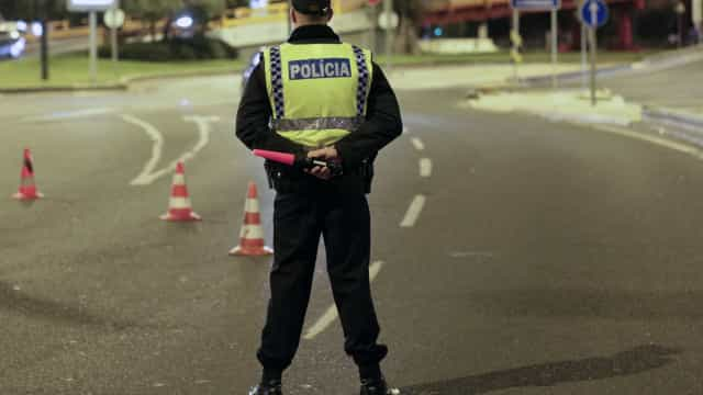 Homem detido após apontar arma de fogo a agente da PSP em Almada