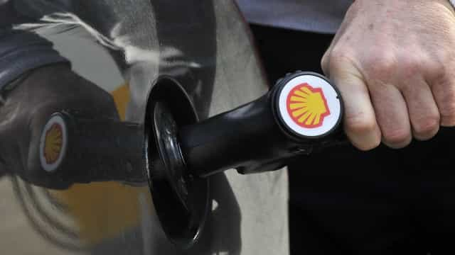 """Luanda: Postos com filas de carros e avisos de que """"não há gasolina"""""""