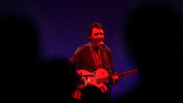 Músico Samuel Úria faz 'Marcha atroz' ao vivo em março