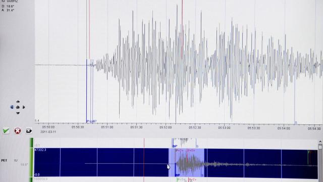 Forte sismo atinge a Indonésia e há relatos de mortos