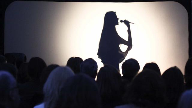 Teresinha Landeiro estreia-se em disco com 'Namoro'