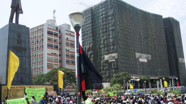 Emprego. Jovens protestam em Luanda para exigir cumprimento de promessa