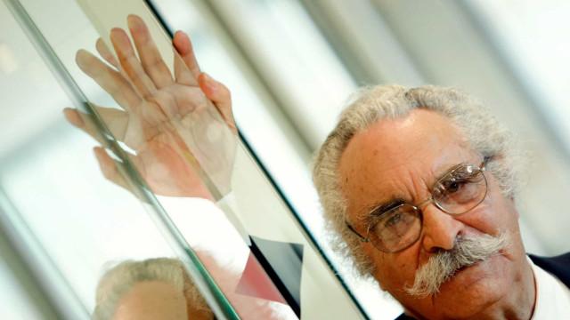 Governo distingue poeta Fernando Echevarría com Medalha de Mérito
