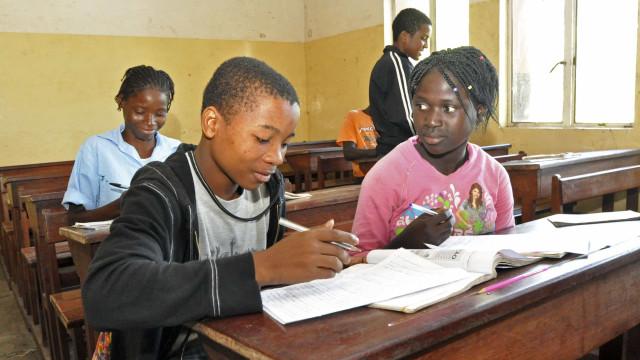 Angola promete aposta na valorização dos professores