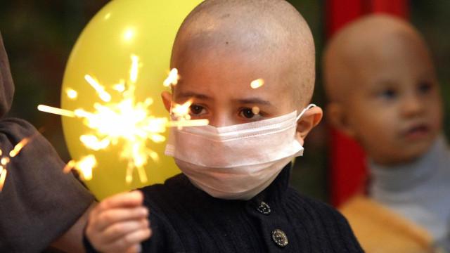 Famílias de crianças com cancro têm quebra de rendimentos de 500 euros