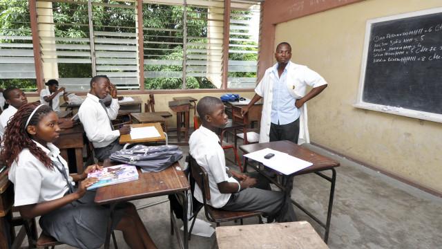 Nyusi promulga nova lei do Sistema Nacional de Educação