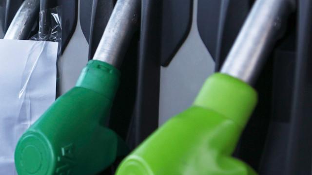Camionistas iniciam paralisação e exigem descida do preço do combustível