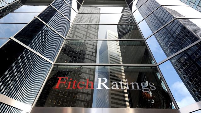Moçambique tem de resolver dívida para atrair investimento, diz Fitch