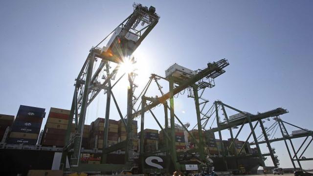 Estivadores do porto de Lisboa iniciam hoje greve ao trabalho suplementar