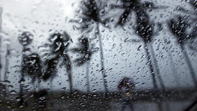 Tempestade Ana: Vento forte vai deixar oito distritos em aviso vermelho