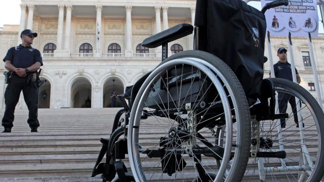 Médias e grandes empresas obrigadas a contratar pessoas com deficiência