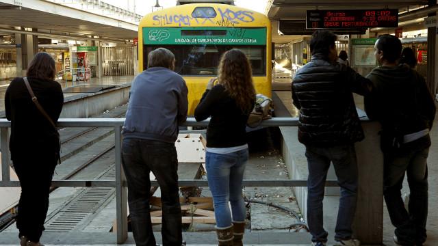 Linha do Douro interrompida a partir de hoje entre Caíde e Marco