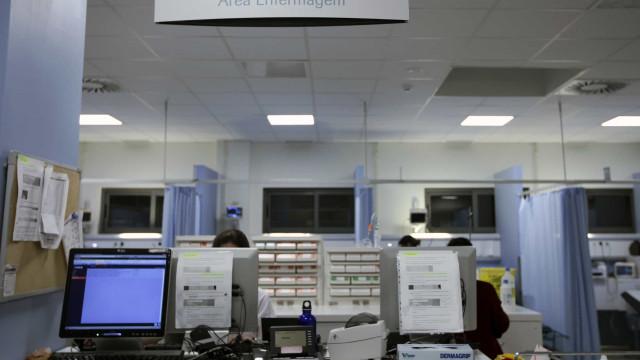 Costa anuncia reforço de contratação de enfermeiros até março